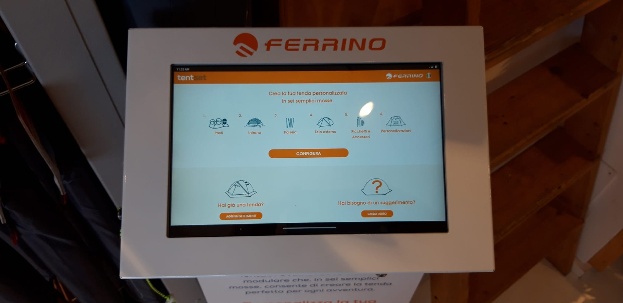 Configuratore tent set Ferrino in negozio utilizzabile tramite tablet inserito all'interno di un totem.